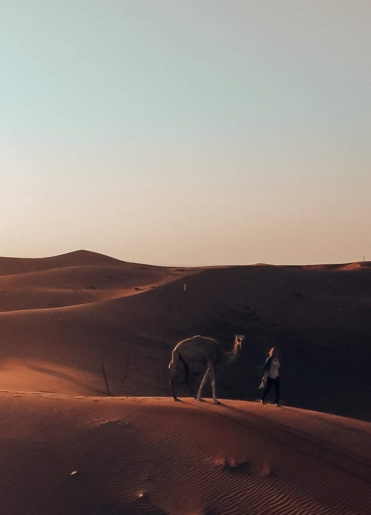 What to Wear in Dubai - long pants and long kimono in the desert.