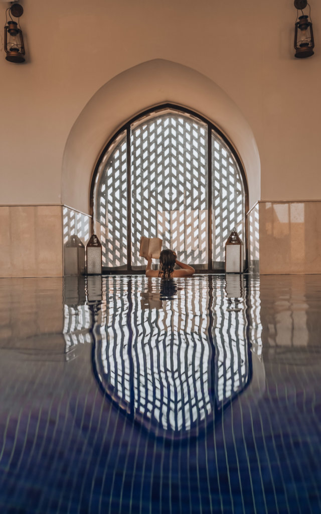 What to Wear in Dubai - don't forget your bathing suit for swimming in hotel pools!